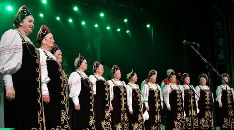 Пожилых людей поздравляли в Алатыре