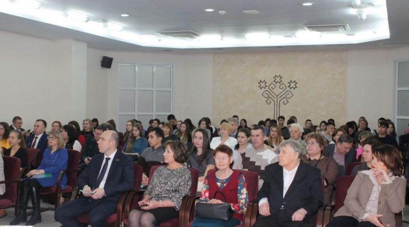 Директор Алтышевской средней школы Татьяна Ефимова получила награду