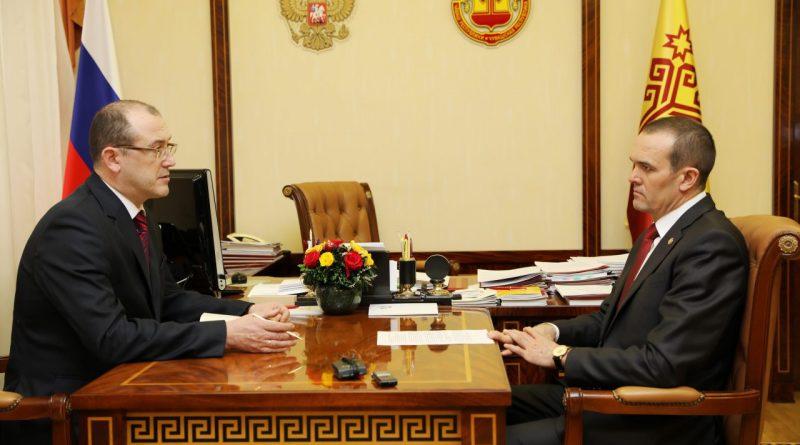 Михаил Игнатьев провел рабочую встречу с главой администрации города Алатыря Юрием Боголюбовым