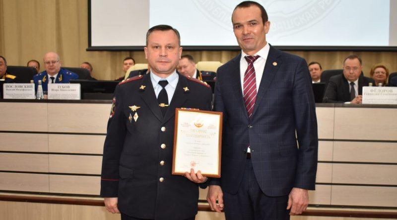 Алатырских полицейских наградили за хорошую работу по итогам 2017 года