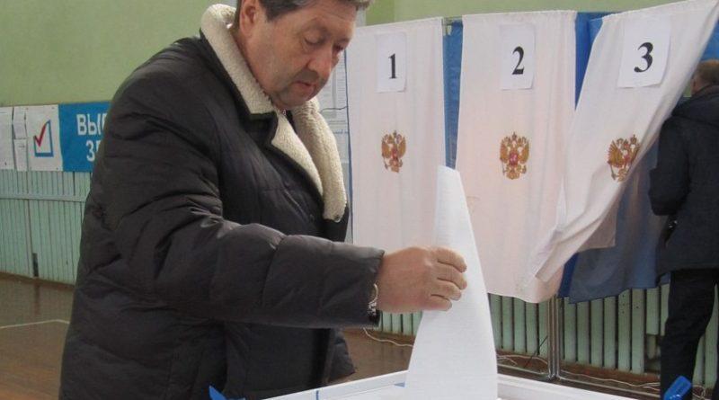 В школе № 3 работают сразу два избирательных участка 2