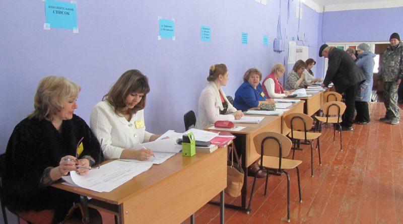 В школе № 3 работают сразу два избирательных участка 4