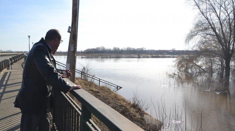 За сутки уровень воды в Суре снизился на 2 сантиметра