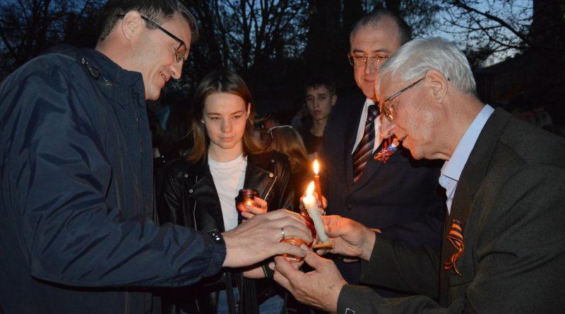 Участники акции «Свеча памяти» почтили память воевавших предков