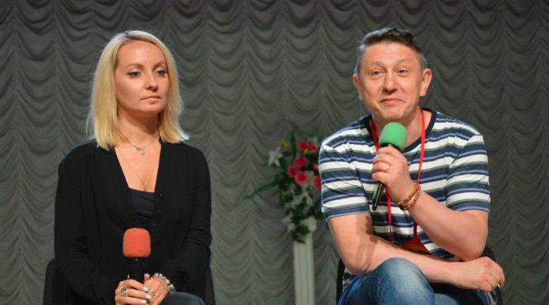 Московские актеры приветствуют алатырцев