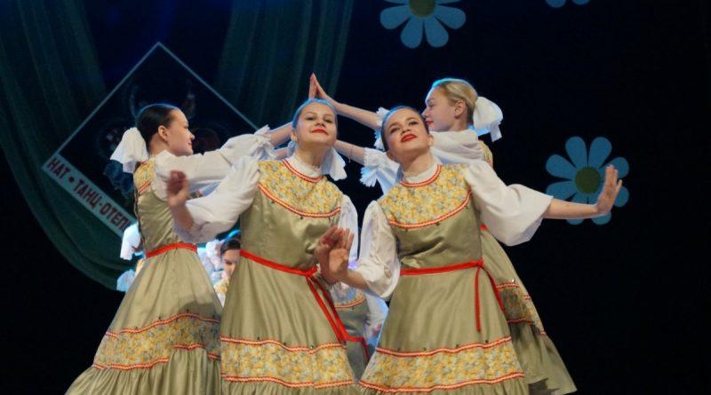 В День Весны и Труда  танцевальные коллективы подарили алатырцам отчетный концерт