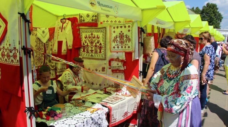 Представители Алатыря принимают участие в конкурсе народных мастеров декоративно-прикладного искусства «Русь мастеровая»