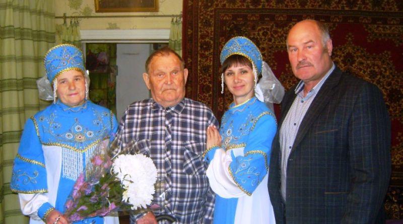 Ветеран принимает поздравления