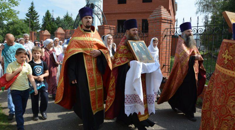 Крестный ход в Алатыре в память о царской семье 1