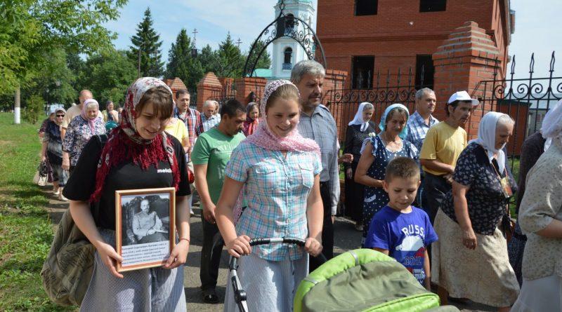Крестный ход в Алатыре в память о царской семье 2