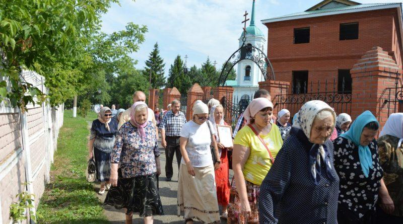 Крестный ход в Алатыре в память о царской семье 3