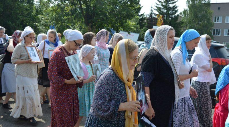 Крестный ход в Алатыре в память о царской семье 6