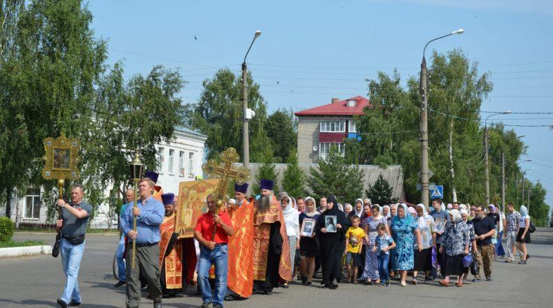Крестный ход в Алатыре в память о царской семье 7