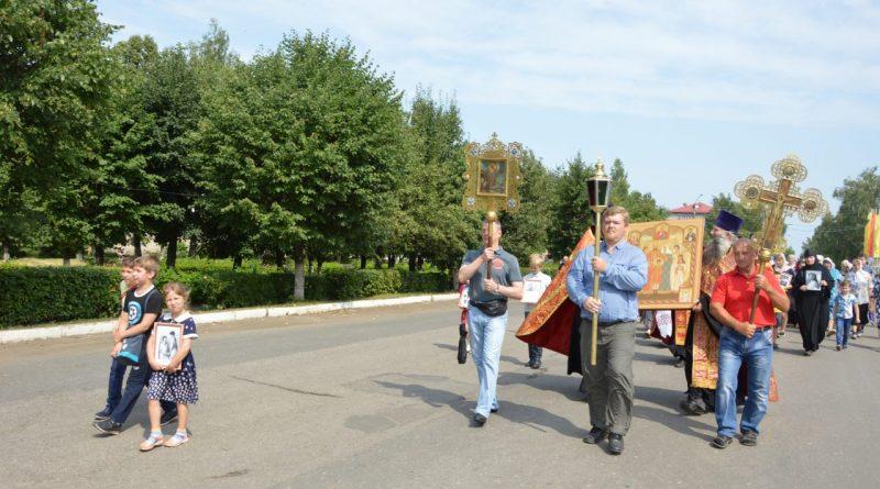 Крестный ход в Алатыре в память о царской семье 10