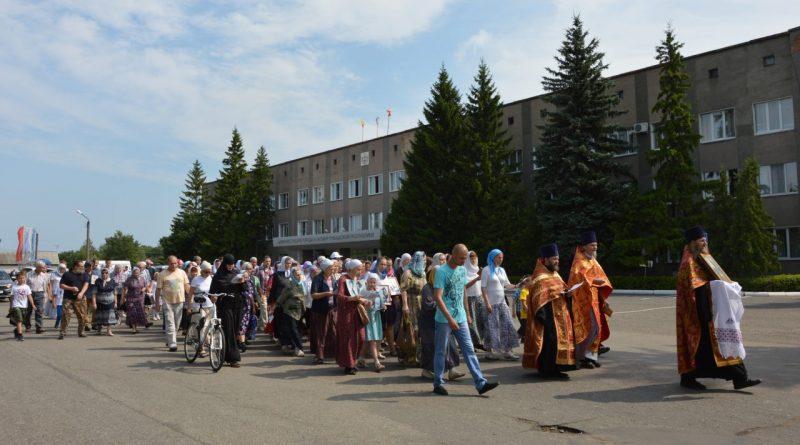 Крестный ход в Алатыре в память о царской семье 12