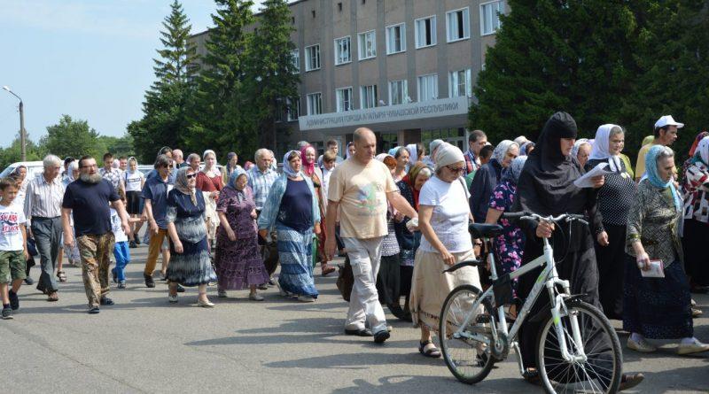 Крестный ход в Алатыре в память о царской семье 13