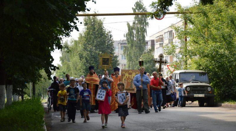 Крестный ход в Алатыре в память о царской семье 14