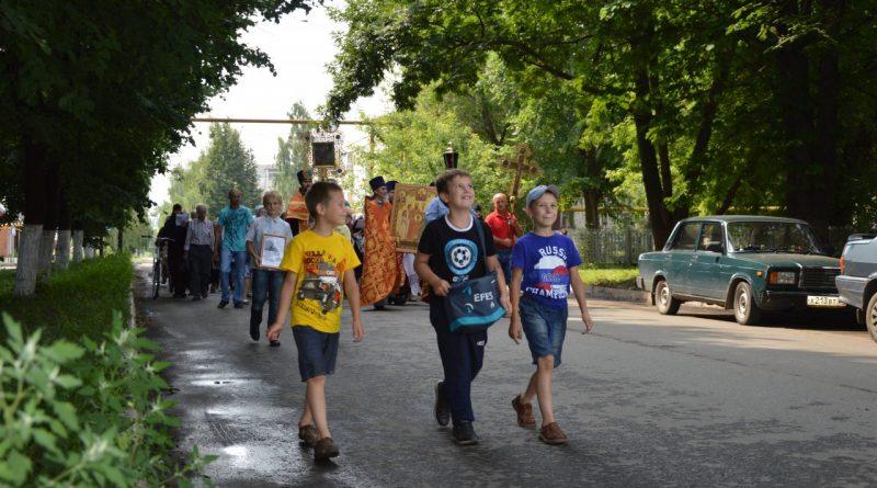 Крестный ход в Алатыре в память о царской семье 15
