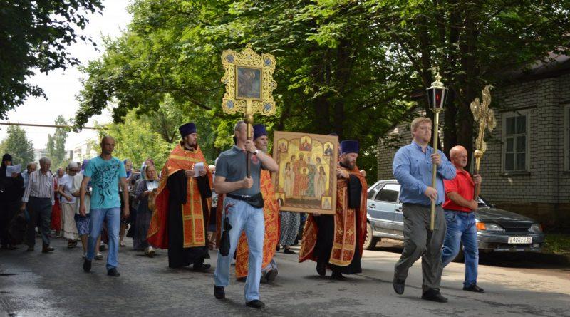 Крестный ход в Алатыре в память о царской семье 17