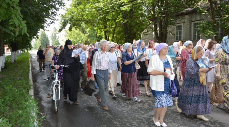 Крестный ход в Алатыре в память о царской семье 18
