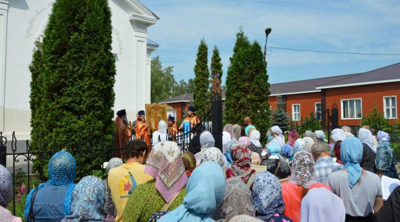 Крестный ход в Алатыре в память о царской семье 19