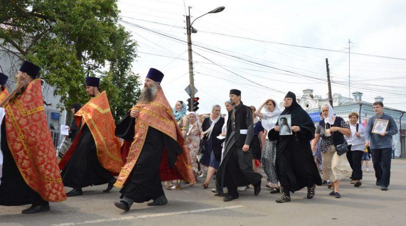 Крестный ход в Алатыре в память о царской семье 24