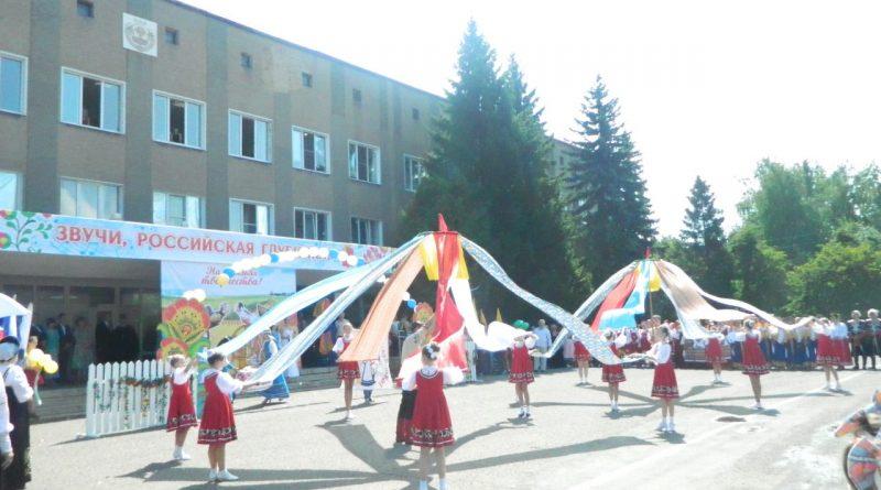 Народные коллективы семи регионов страны поздравили Алатырь с Днем рождения 3