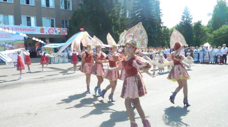 Народные коллективы семи регионов страны поздравили Алатырь с Днем рождения 4