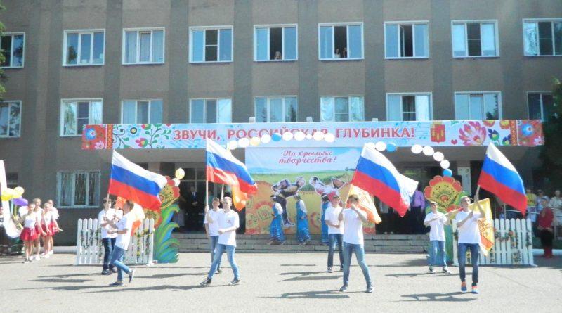 Народные коллективы семи регионов страны поздравили Алатырь с Днем рождения 5