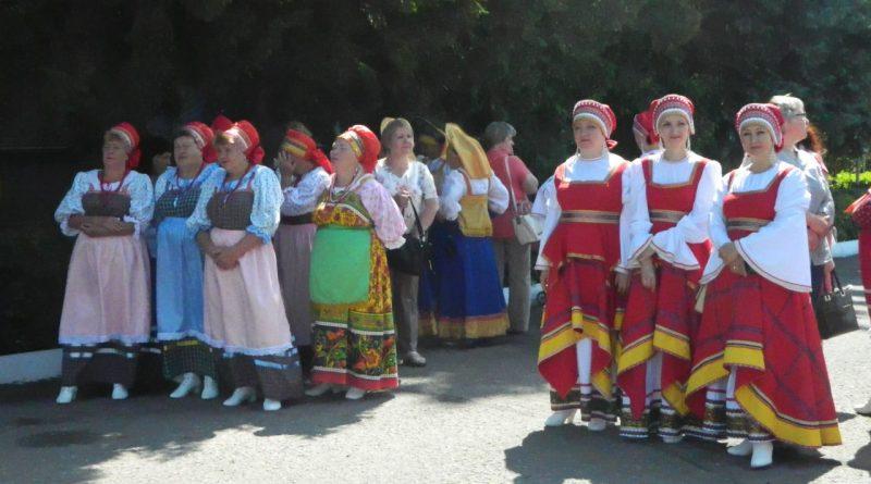 Народные коллективы семи регионов страны поздравили Алатырь с Днем рождения 8