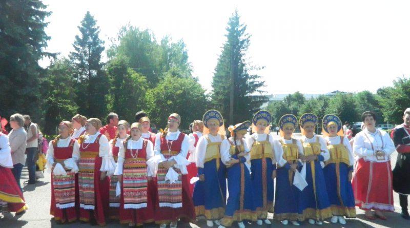 Народные коллективы семи регионов страны поздравили Алатырь с Днем рождения 9