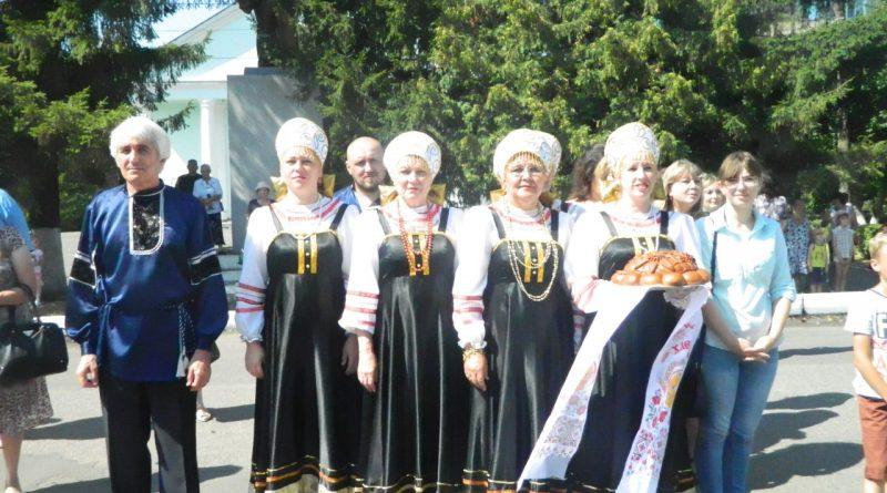 Народные коллективы семи регионов страны поздравили Алатырь с Днем рождения 10