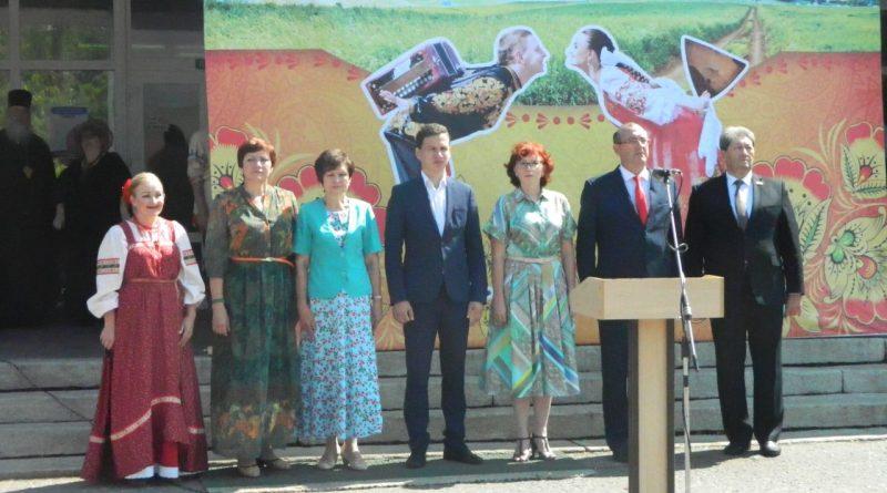 Народные коллективы семи регионов страны поздравили Алатырь с Днем рождения 11