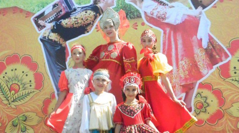 Народные коллективы семи регионов страны поздравили Алатырь с Днем рождения 14