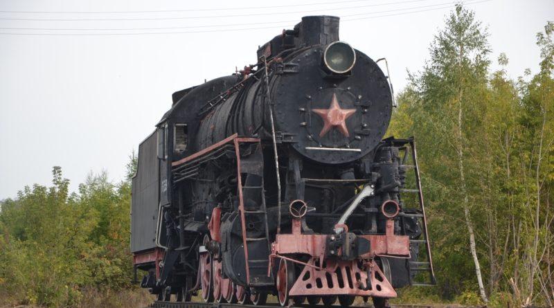 Старинный паровоз «остановился» на улице Гагарина