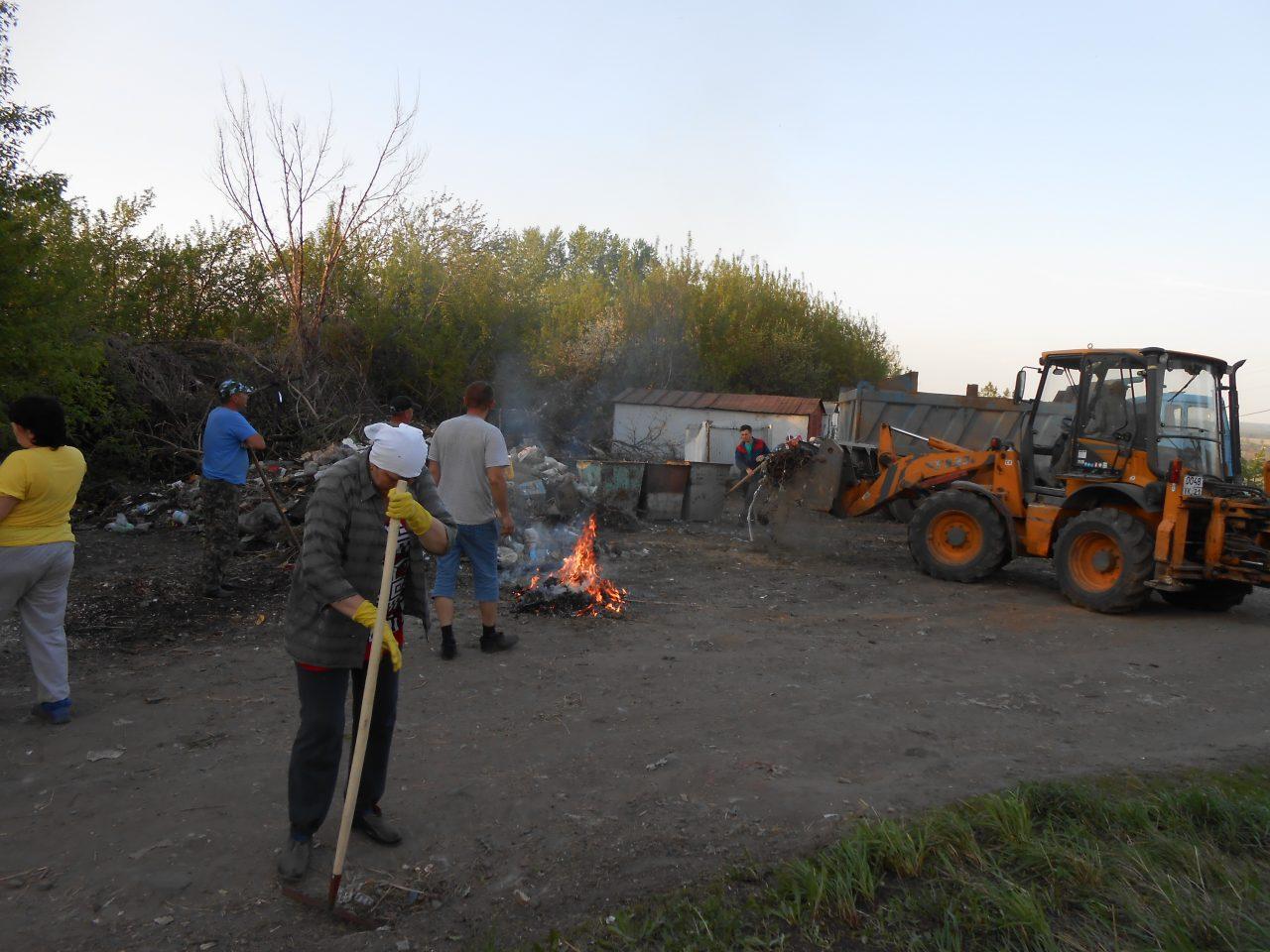Жители микрорайона Стрелка наводят чистоту собственными силами 1