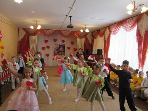 В алатырском детсаду «Теремок» в День открытых дверей отметили День матери 7