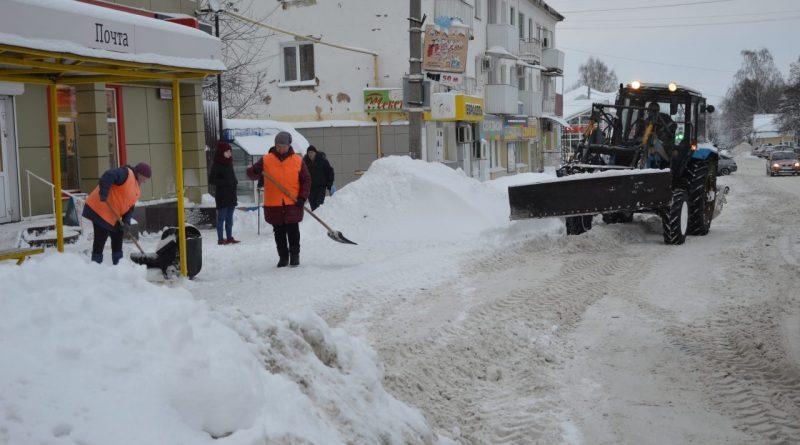 Снегопад задал работы коммунальщикам