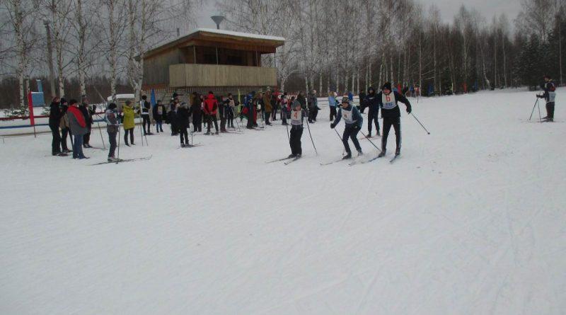 Зимний спортивный сезон открыли лыжники в Алатыре