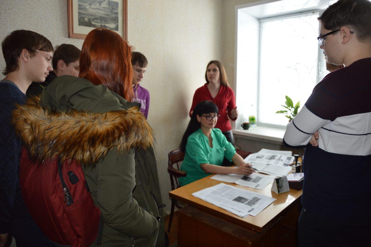 На экскурсии в редакции - учащиеся школы № 9 города Алатыря