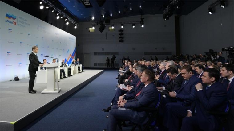 РИФ-2019: Дмитрий Медведев поставил главам регионов задачу минимизировать различия в уровне жизни населения