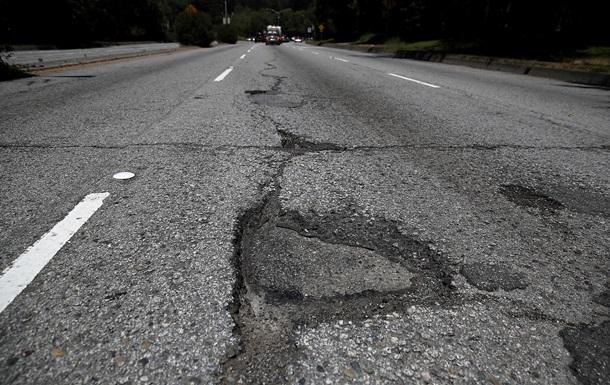 В Алатырском районе на автомобильных дорогах местного значения проходит ямочный ремонт.