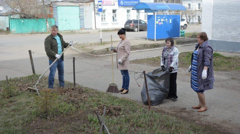 «Алатырские вести» внесли вклад в чистоту города 8