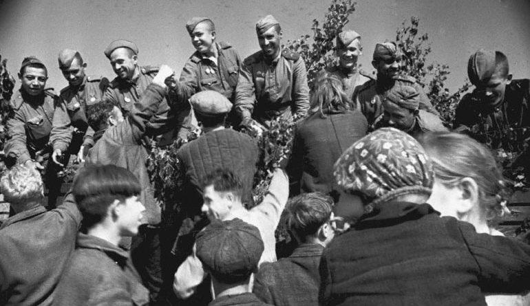 Опрос: как Великая Отечественная война повлияла на вашу семью?