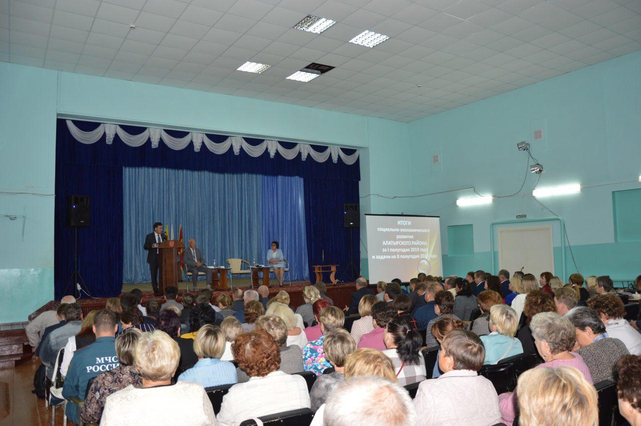 В Алатырском районе состоялось совещание на тему «Об итогах социально-экономического развития Алатырского района за I полугодие 2019 года и задачах на II полугодие». 2