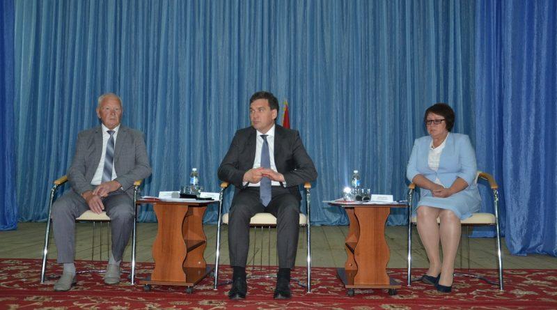 В Алатырском районе состоялось совещание на тему «Об итогах социально-экономического развития Алатырского района за I полугодие 2019 года и задачах на II полугодие». 1