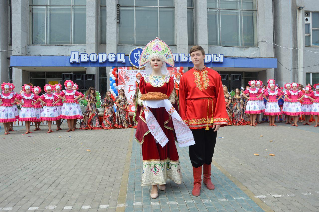 Жители Алатыря и его гости отмечают День рождения города