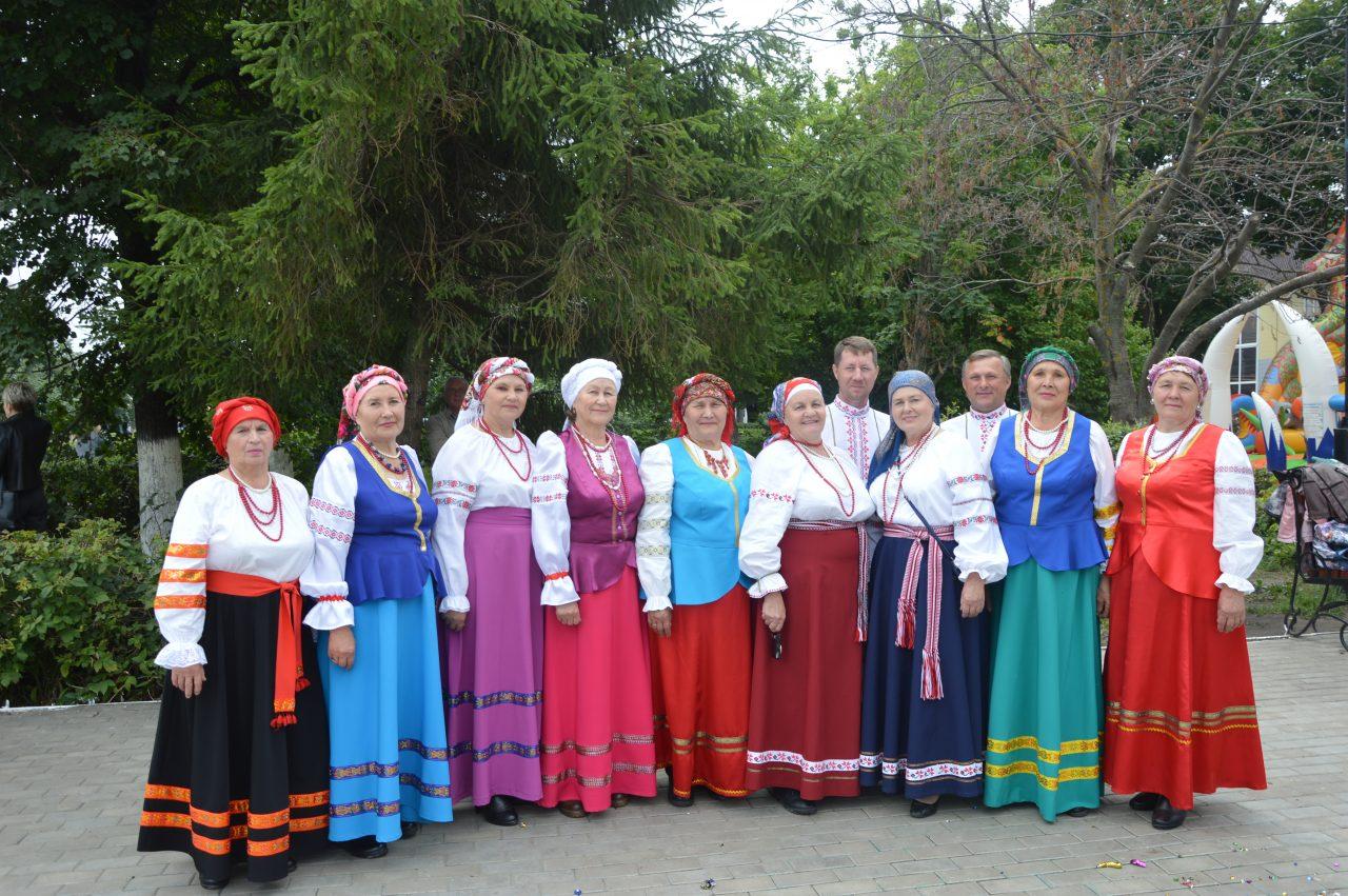 Жители Алатыря и его гости отмечают День рождения города 7