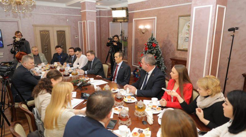 Михаил Игнатьев встретился с журналистами ведущих СМИ республики