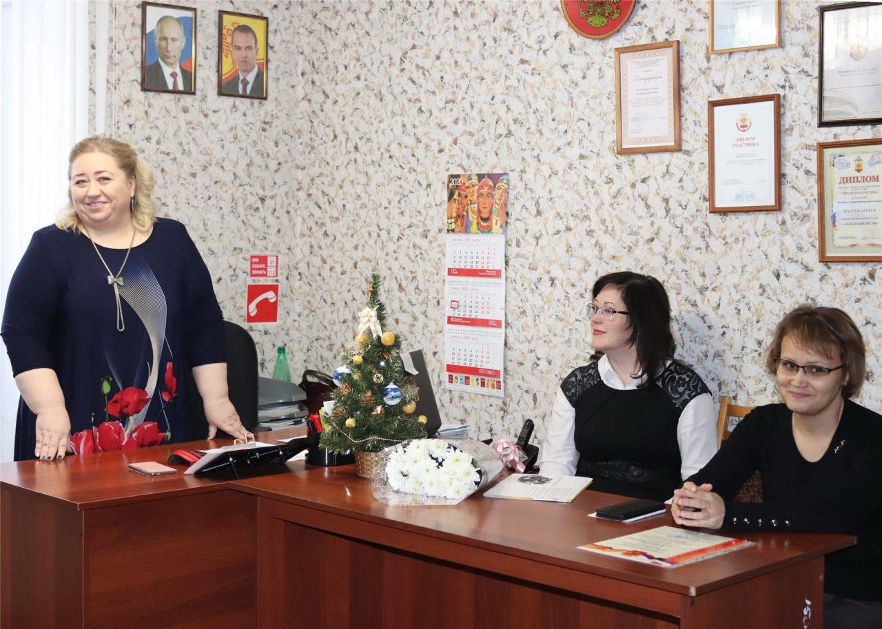 """Сотрудники редакции газеты """"Алатырские вести"""" принимали поздравления с профессиональным праздником 3"""